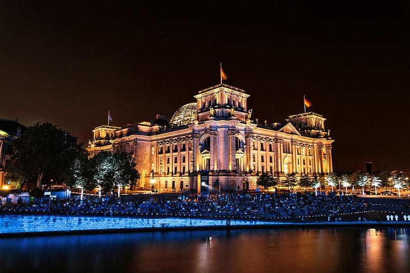 德国国会大厦森拉特暖气片工程
